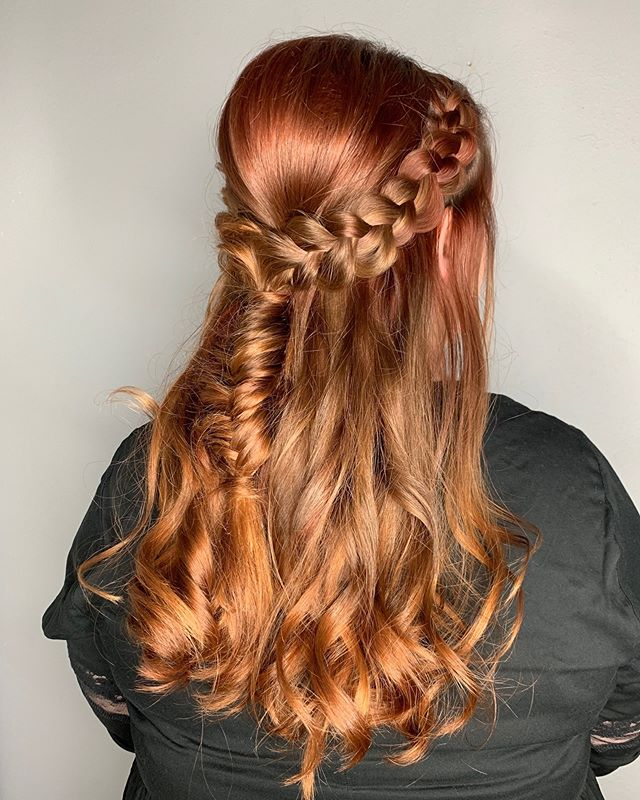 style by @haira901 😍 . . . . . #instahair #haircolorist #haircolor #memphishair #memphisstylist #choose901 #ilovememphis #901 #hairporn #memphisasfuck #memphistn #hairstylist #memphissalon #modernsalon #licensedtocreate  #hairinspo  #hudabeauty  #bescene #dimension #balayage #btcpics #updo #bridalstyle