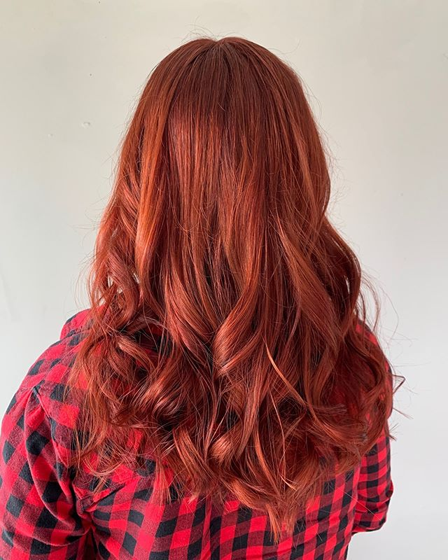 ❤️Red on red 🥰 by @haira901 . . . . . #instahair #haircolorist #balayagehighlights #memphishair #memphisstylist #choose901 #ilovememphis #901 #hairporn #memphistn #memphissalon #modernsalon #licensedtocreate  #hairinspo  #bescene #olaplex #dimension #balayage #btcpics #blondehair #balayagehighlights
