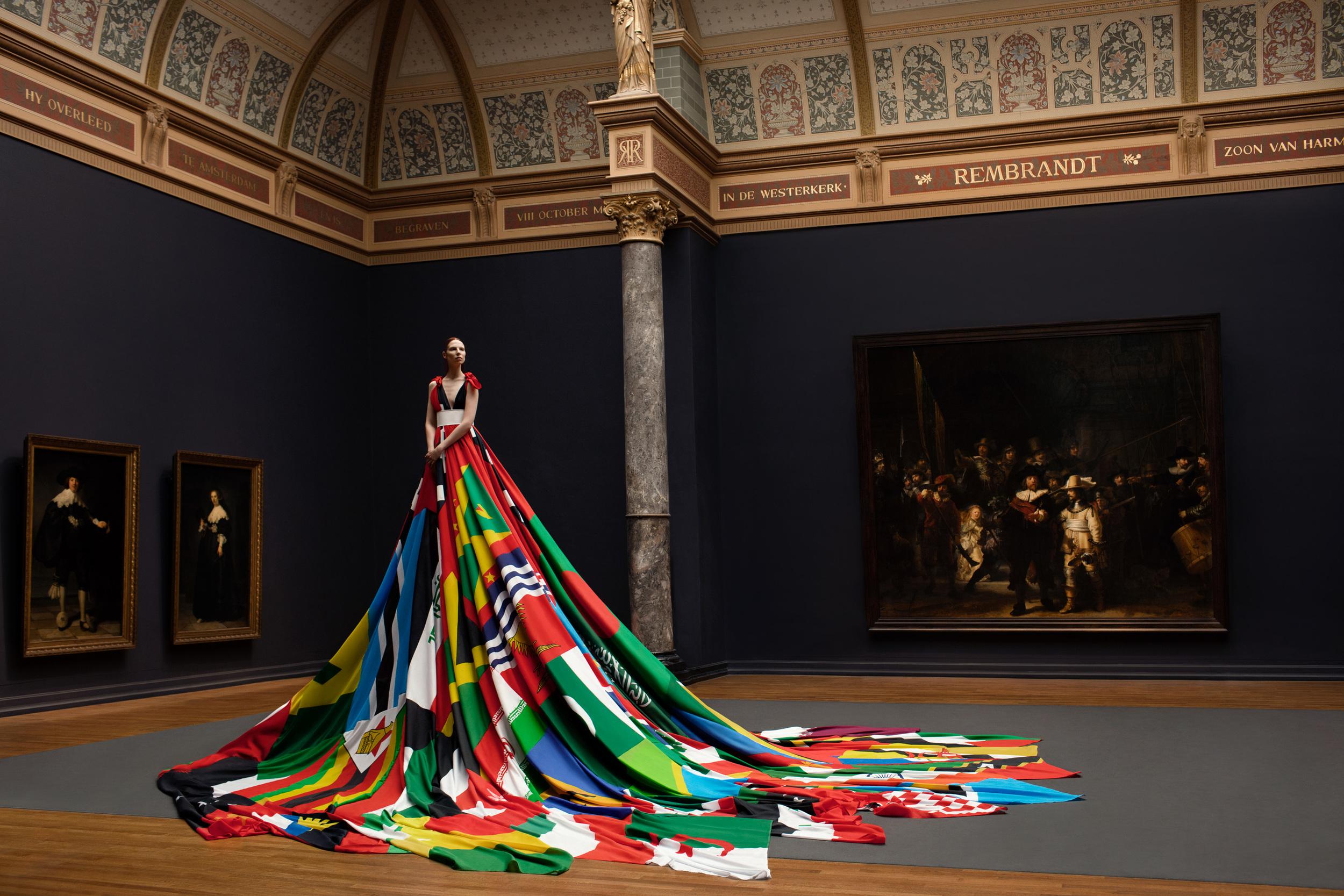 Rainbow-dress-Pieter-Henket-1-colorb.jpg