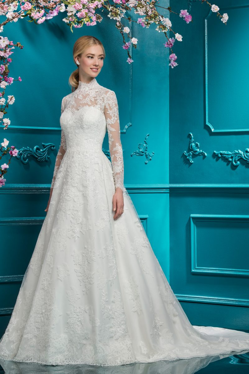 Ellis Bridal: London - Your wedding dress should feel like you; a design that quintessentially expresses and enhances your individual beauty, having you feeling feminine and understatedly sensual.