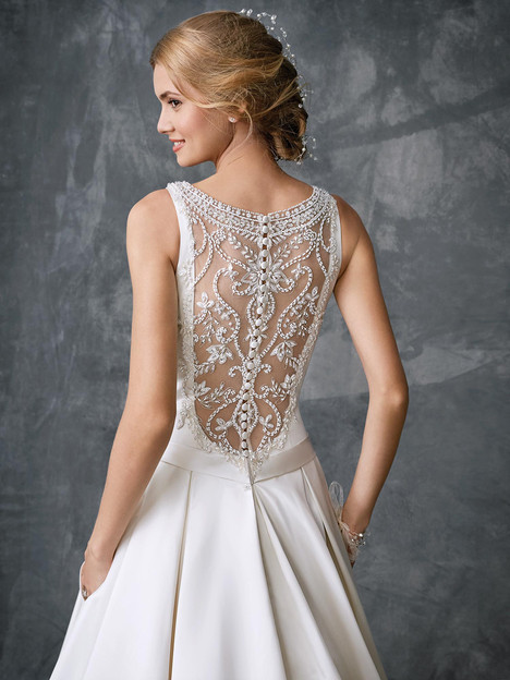 Kenneth Winston - His collection is a perfect mix of timeless and contemporary wedding dresses, with plenty of options for brides seeking the traditional princess gown or a modern cut silhouette.