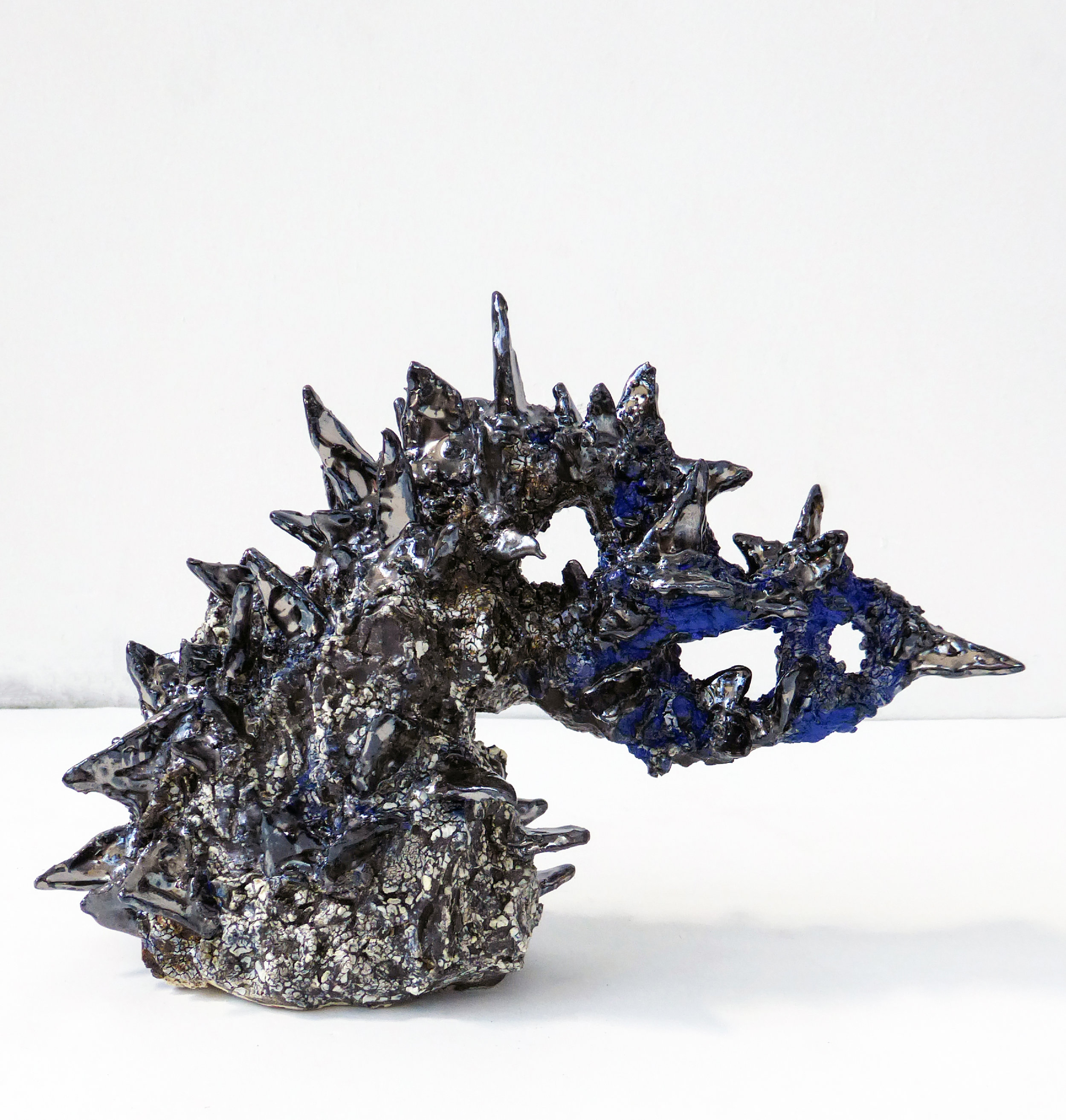 Heidi Lau, Mountain of Knives , 2018. Glazed ceramics, dimensions variable. Courtesy of Geary.