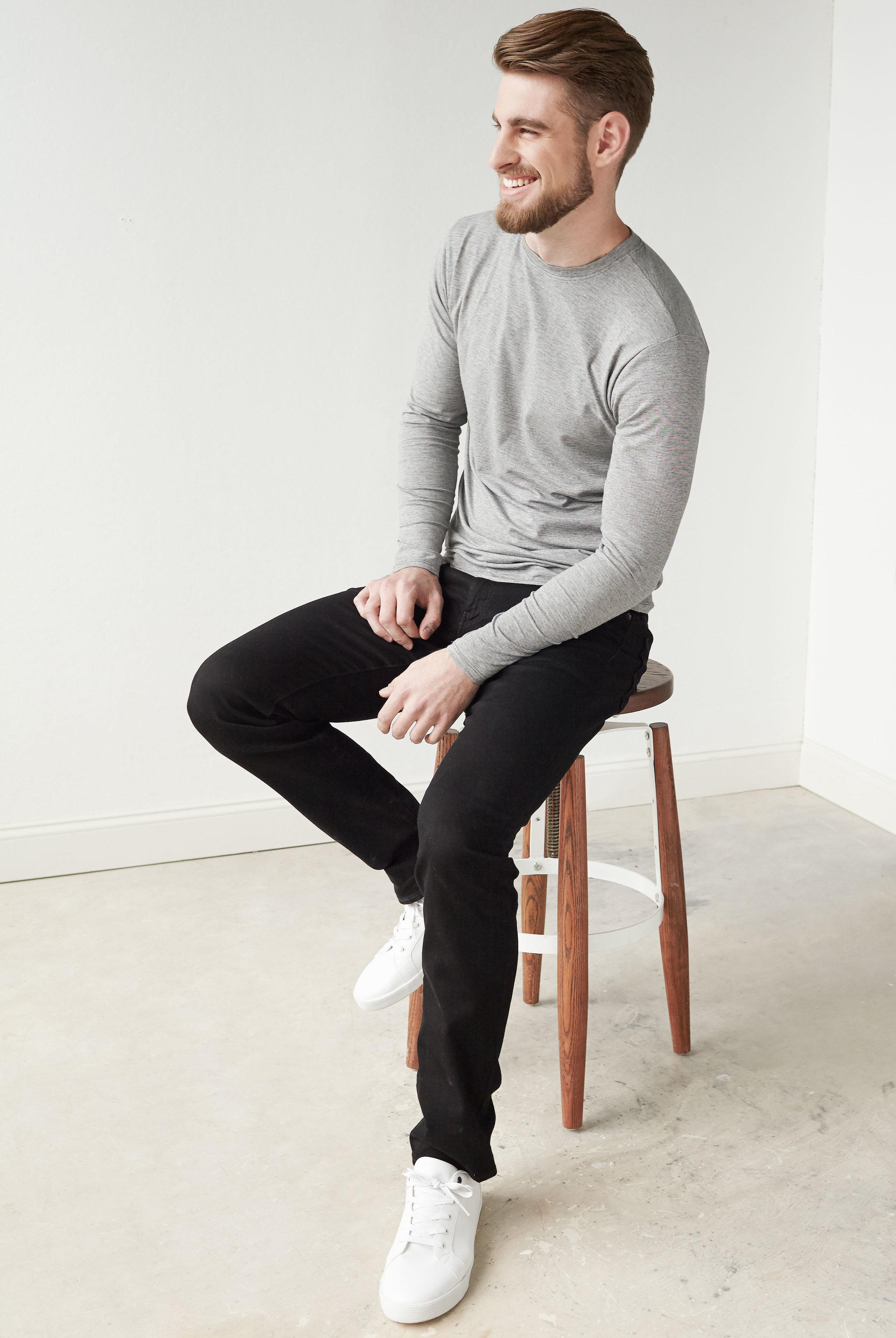 M-light-grey-sleeve-tee-3.jpg