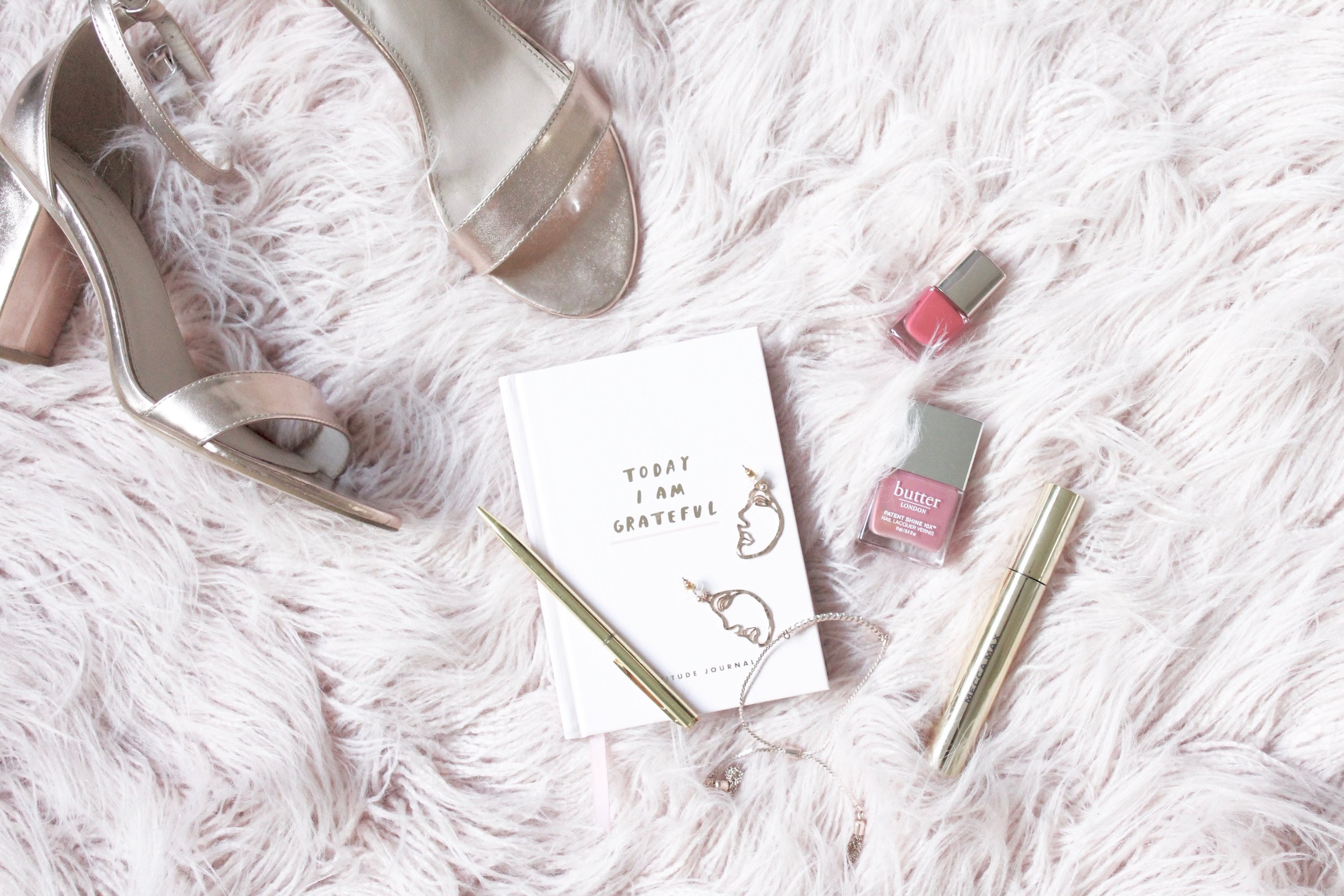 Here are five ways I have found that keeping a gratitude journal can change your life. Read more from Holl & Lane at hollandlanemag.com