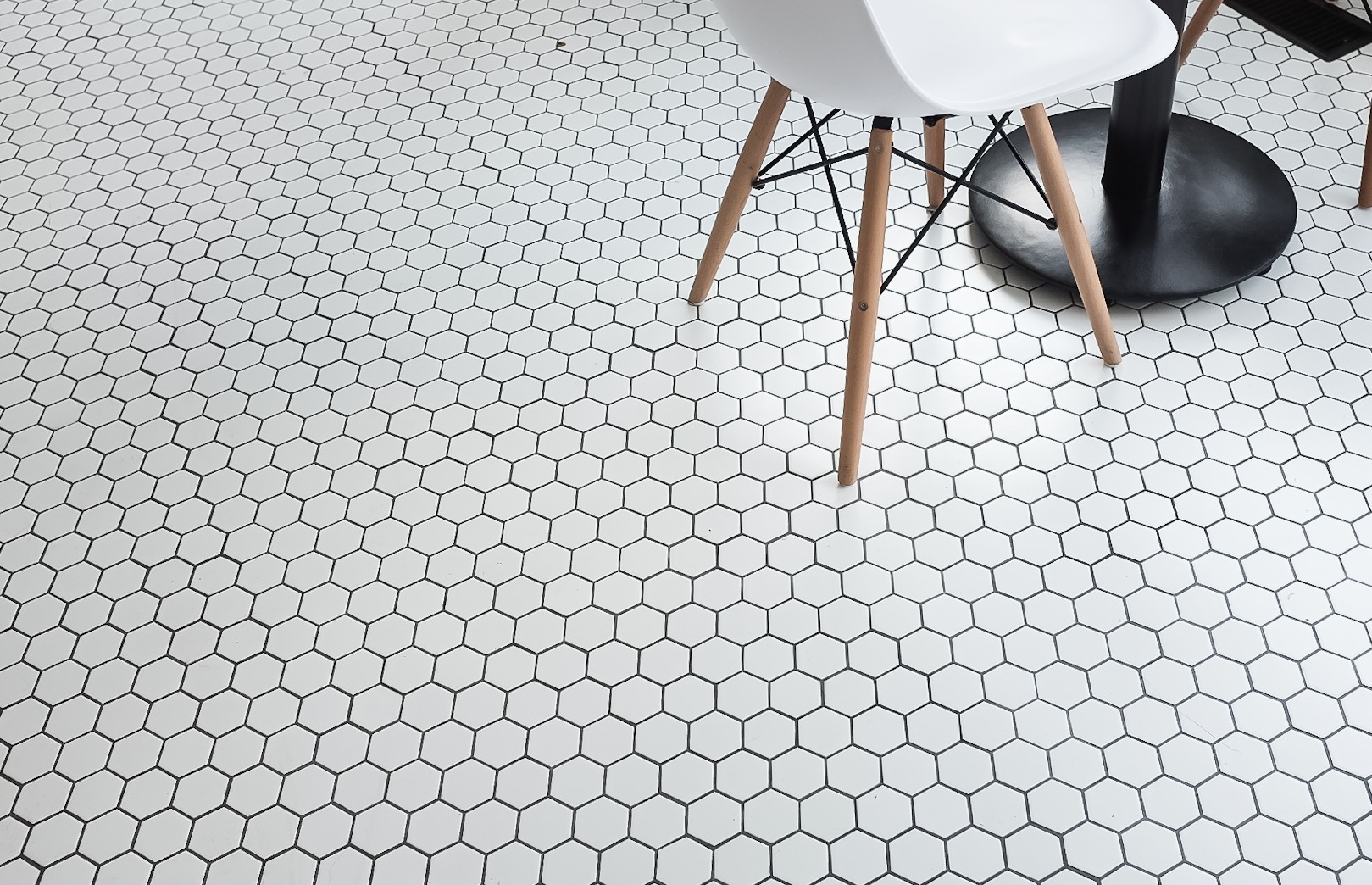 Gorgeous honeycomb tiles that are what instagrammer dreams are made of.