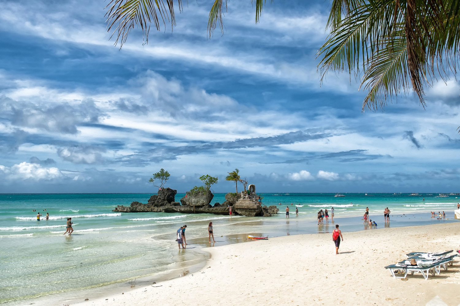 Boracay by Lutz from Flickr, click for source.