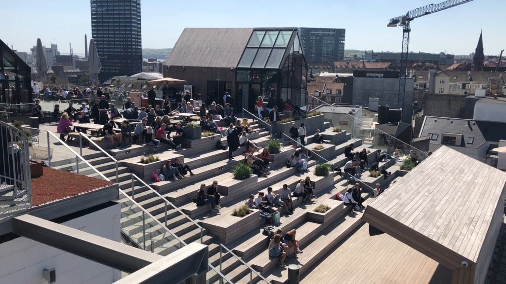 People enjoying the sun on the Salling rooftop