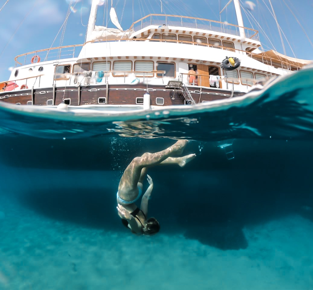 Exploring the blue waters of the Greek Islands with Topdeck