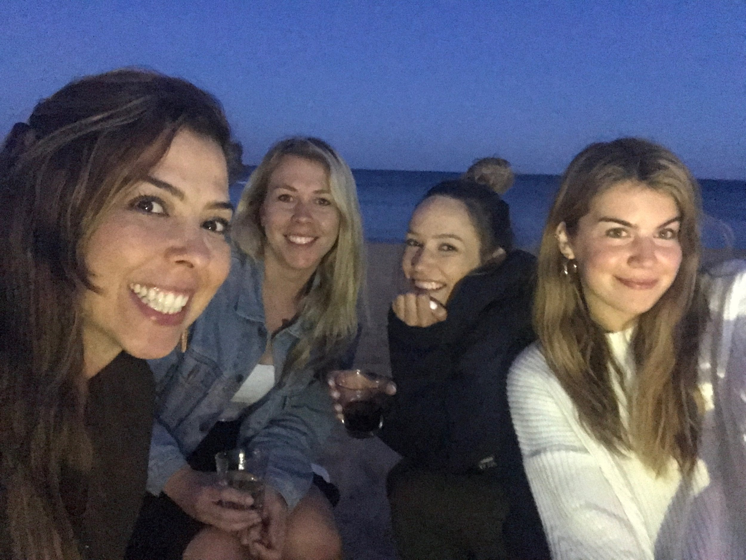 Hanging out at the beach in Albufeira with Isabela from Brazil, Kristina from Canada and Roksana from Germany
