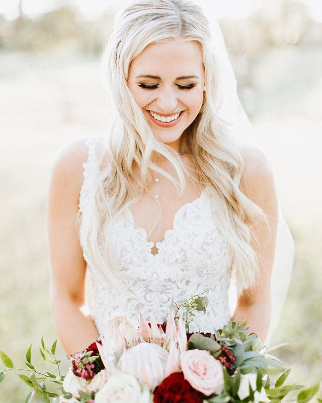 Happiest of Birthdays to this Sweet Friend of ours and many more to come!! 📸by: @haleyrynnringophoto  #copperandbirch #floral #design #happybirthday #cheers #bride #bouquet #photography #inspiration #flowers #bloom #designer #event #wedding #glam #hillcountry #drippingsprings #texas