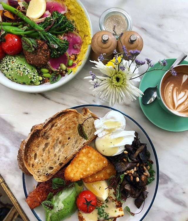 This is how brunch should be done. Starting tagging your favourite brunch friends now for this weekend❤️ 📷:@beantheredinethat  . . #SydneyLocal #prettycafe #prettycafes #beautifulcafes #beautifulcafe #cutecafe #cutecafes #iphonepic #aestheticcafes #aestheticsydney #sydneyaesthetic #instadessert #dessertporn #foodporn #cafehopping #foodphotography #foodgasm #pretty #cafe #instagood #instagramhub #instapic #instagram #flowers #prettycafes