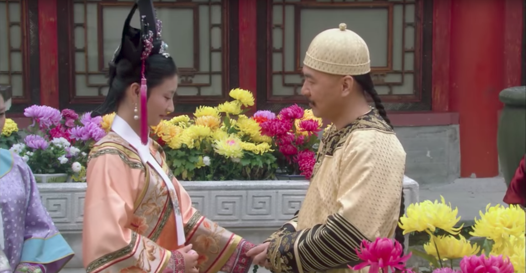 Empress in Palace, Shen Meizhuang says she likes chrysanthemum for its characters, capturing the emperor's heart.