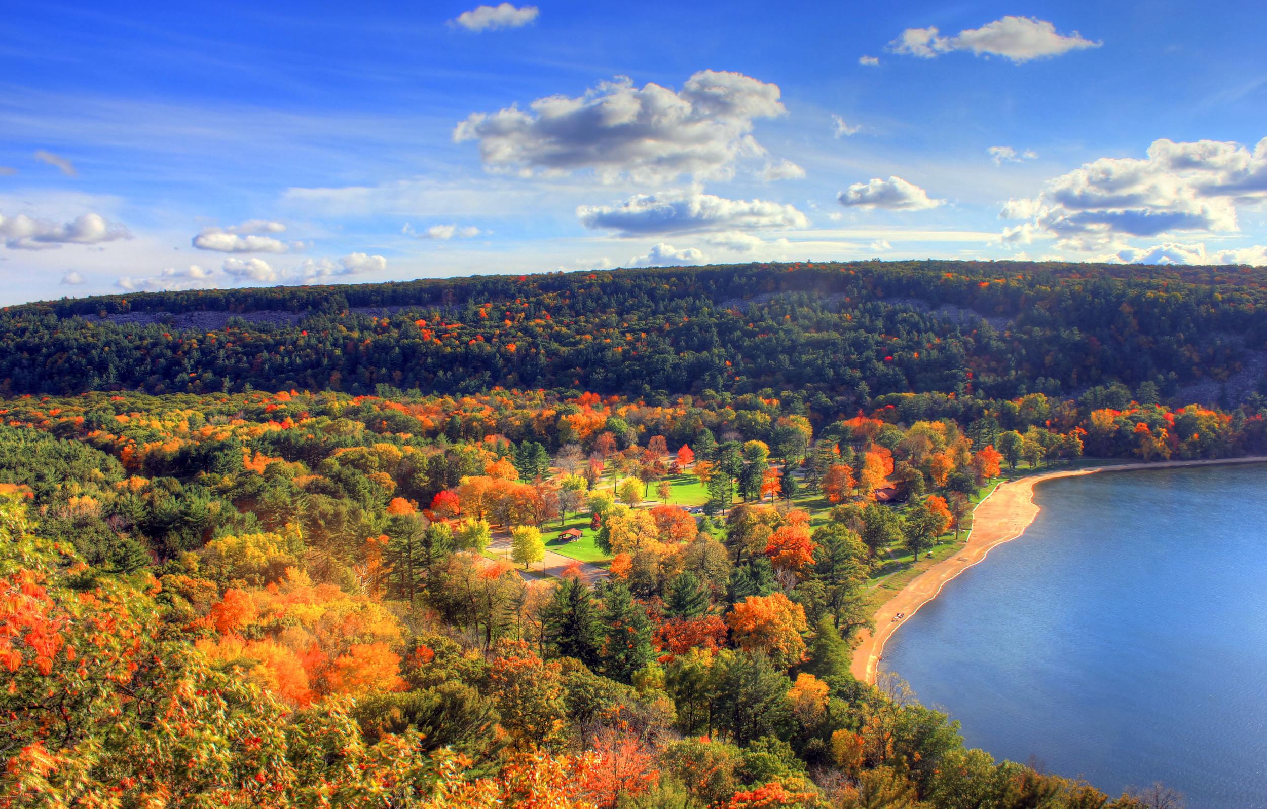 Devil's lake state park in autumn.jpg