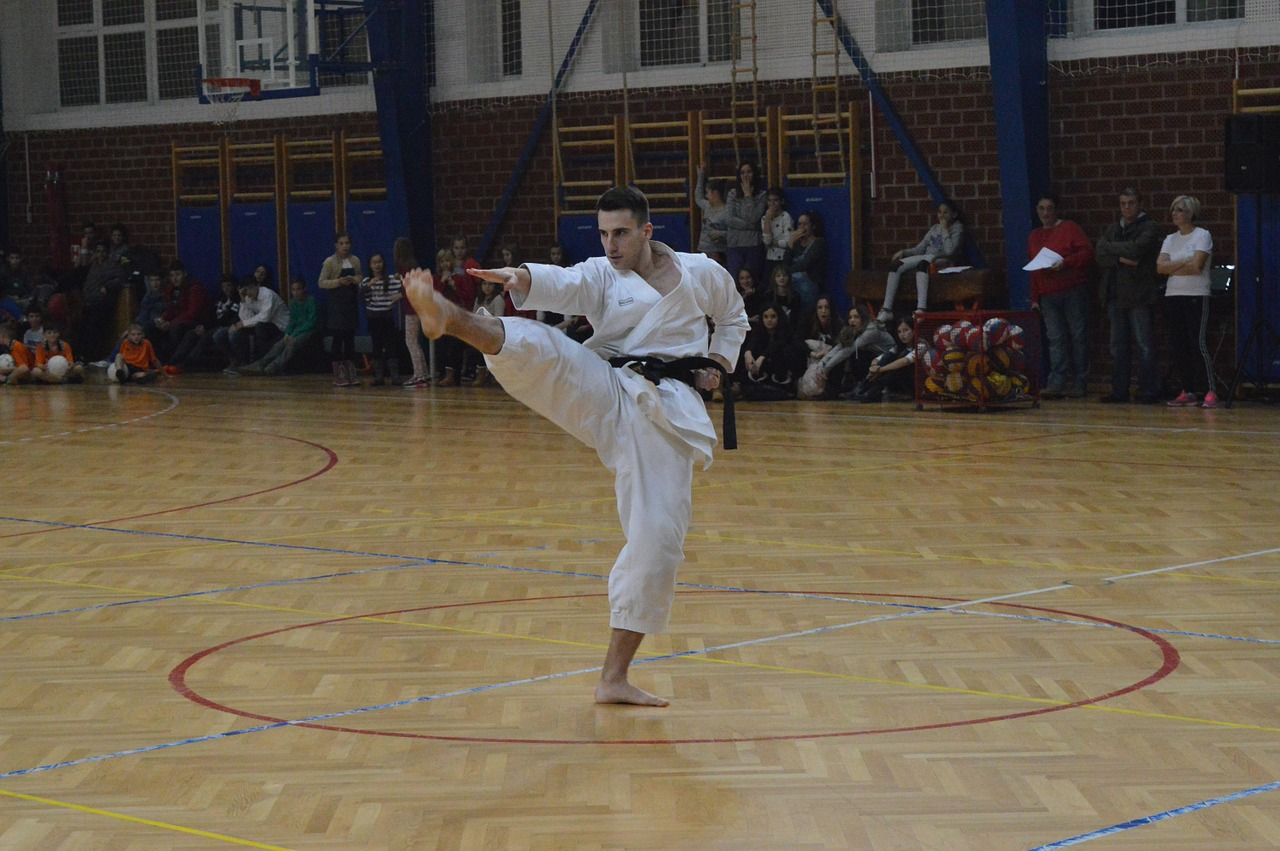 Applying a front kick with the supporting leg tracking sideways can lead to damage of the ACL