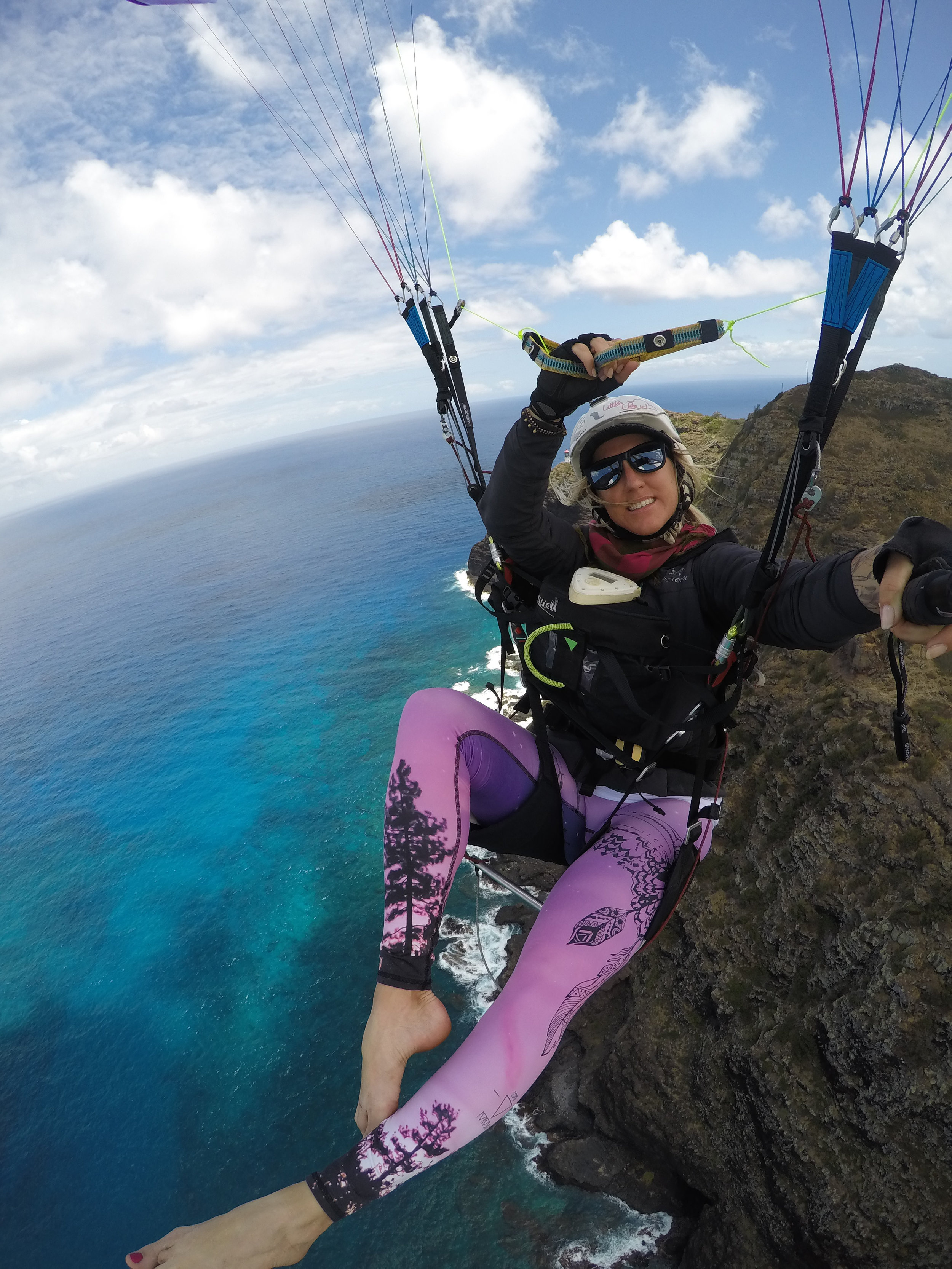 Paragliding above the torquoise waters of Makapu'u Point in Hawaii