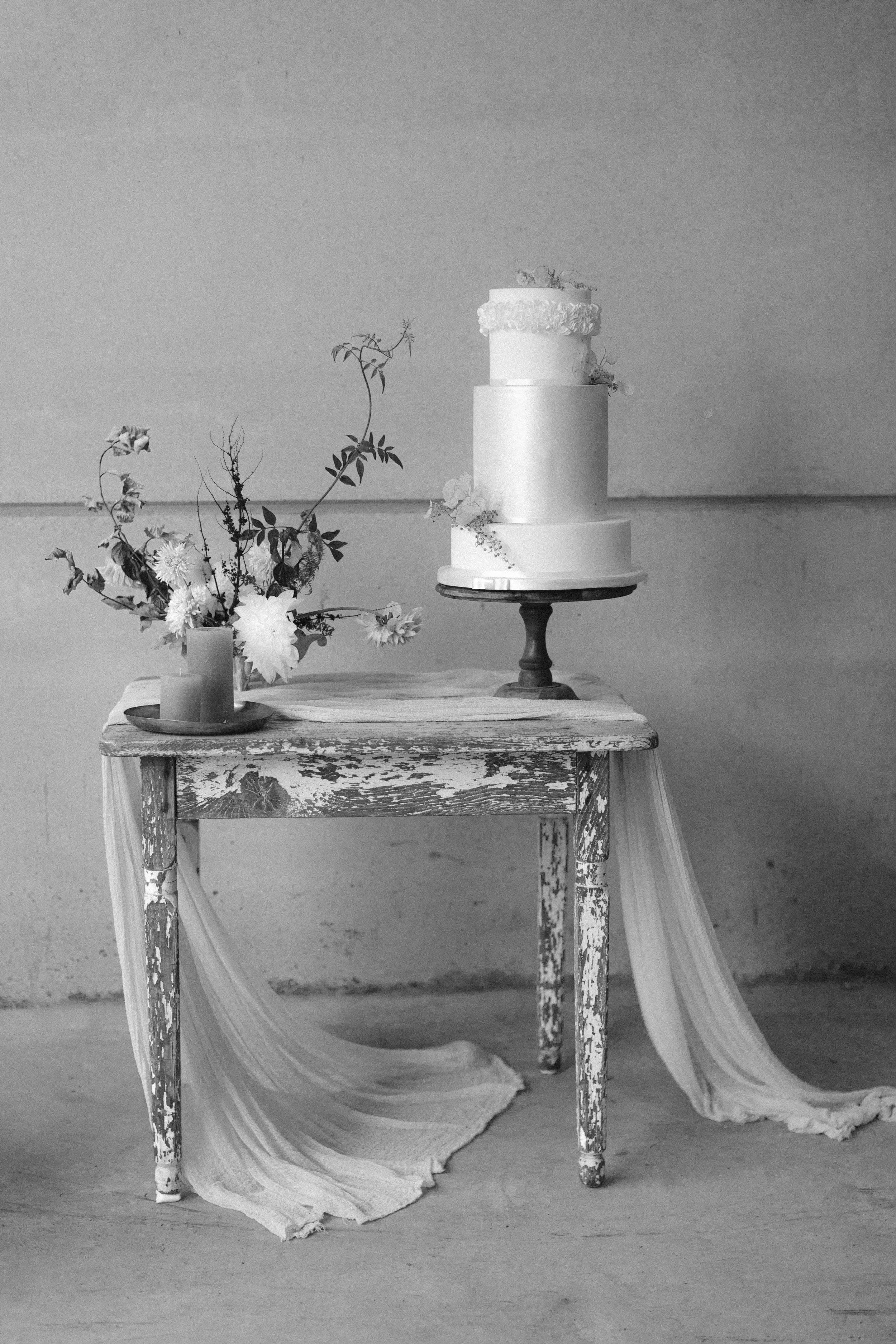 Wedding Fine Art Photography_UK_Joana Senkute Photography_BelleAndBeauWorkshop_Wedding Cake_poppypickeringcakes_Yorkshire