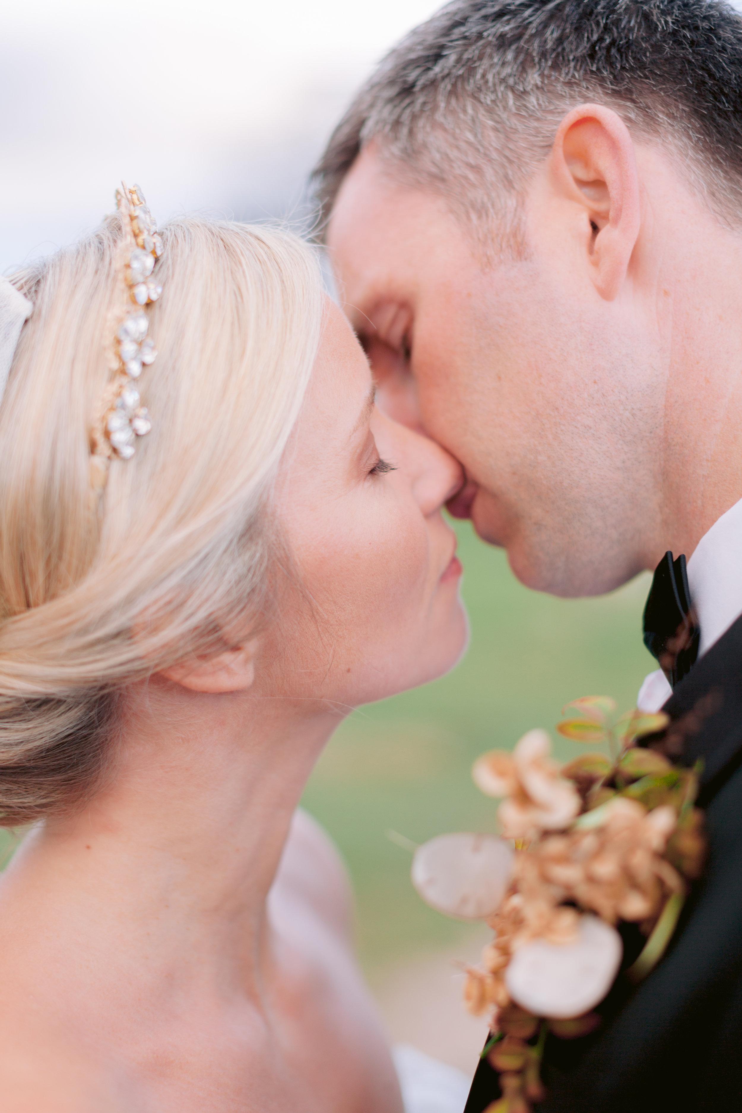 Wedding Fine Art Photography_Bride and Groom Kiss_UK_Joana Senkute Photography_BelleAndBeauWorkshop_Yorkshire