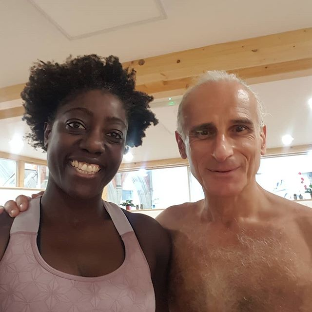 So blessed to have manifested a last minute spot on this amazing workshop at the lovely @spaceyogastudiouk in Brighton. It was sold out. I had faith I would get a spot.🤗😉🙌💪 @simonsynergy has a way of moving that creates so much freedom in the body and therefore the mind. I have been playing with more movement in classes so it was really wonderful to experience a deeper if brief understanding of the physiology behind synergy yoga movement. His moto is stress less, eat less, think less. I now need to manifest a spot on his 200hr course🙏🏾🙏🏾🙏🏾😍 @simonsynergy is a true gentleman with so much radiant love. Thank you for a fantastic experience and it was truly an honour to meet you🙏🏾 . . . . . . . . . . yogagoals #yogagram #yogainspiration #yogaislife #yogalife #yogalifestyle #yogalooksgood #yogalove #yogalover #yogamom #yogaonline #yogaoutdoors #yogapants #yogapose #yogaphotography #yogapractice #yogaprogress #yogaretreat #yogastudent #yogateacher #yogatutorial #yogavibes #yogavideo #yogini #yogi