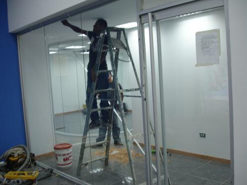 reparacion-de-puertas-de-vidrios-modelo-bancarias-392905-MLV25092752454_102016-O.jpg