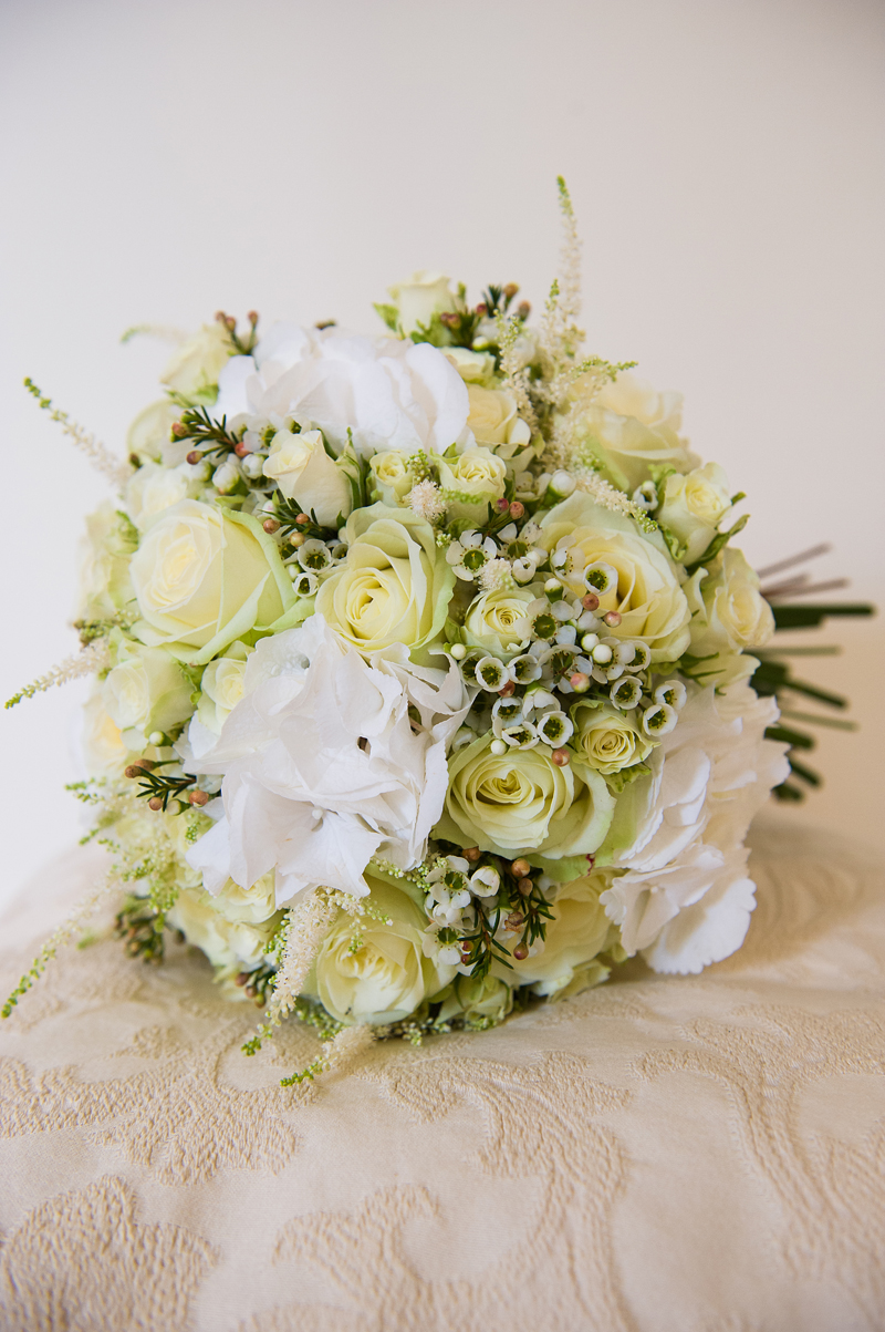 6 | Wedding Flowers | Bridal Bouquet | Wedding Photography | Pippa Mackenzie | Zouch & Lamare.jpg