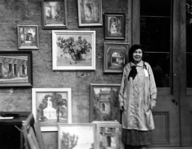 Alberta Kinsey with her paintings on exhibit at Pirate's Alley, In New Orleans. ca. 1940.