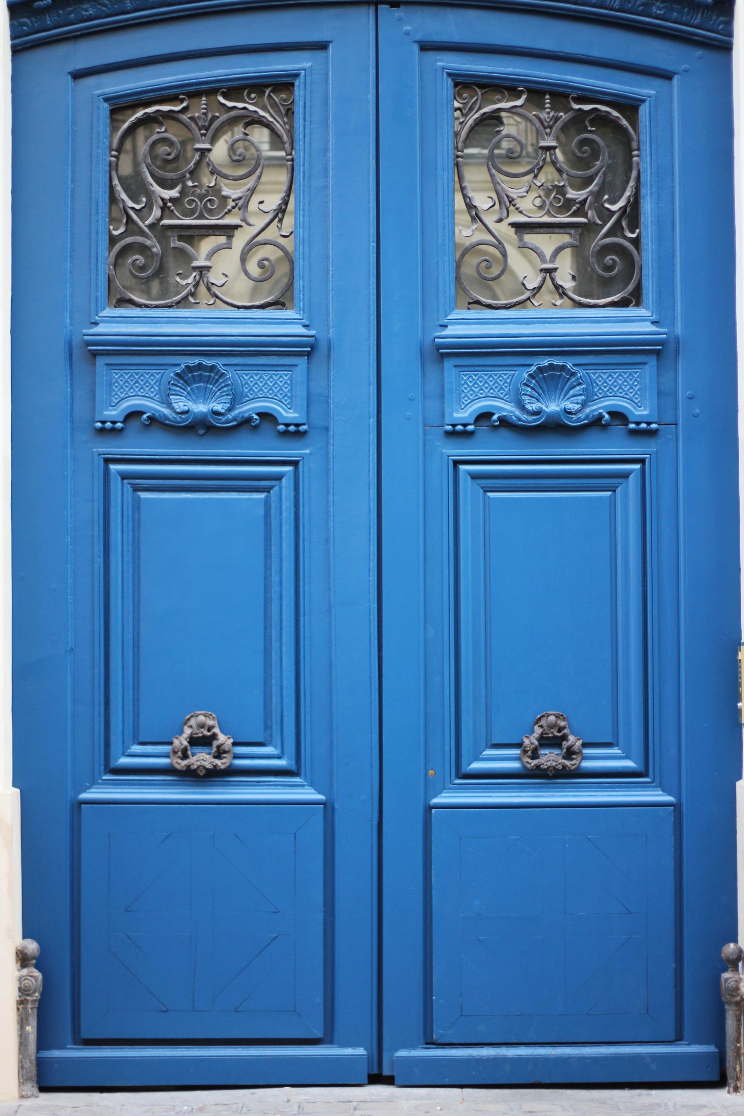 paris_blue_doors_france