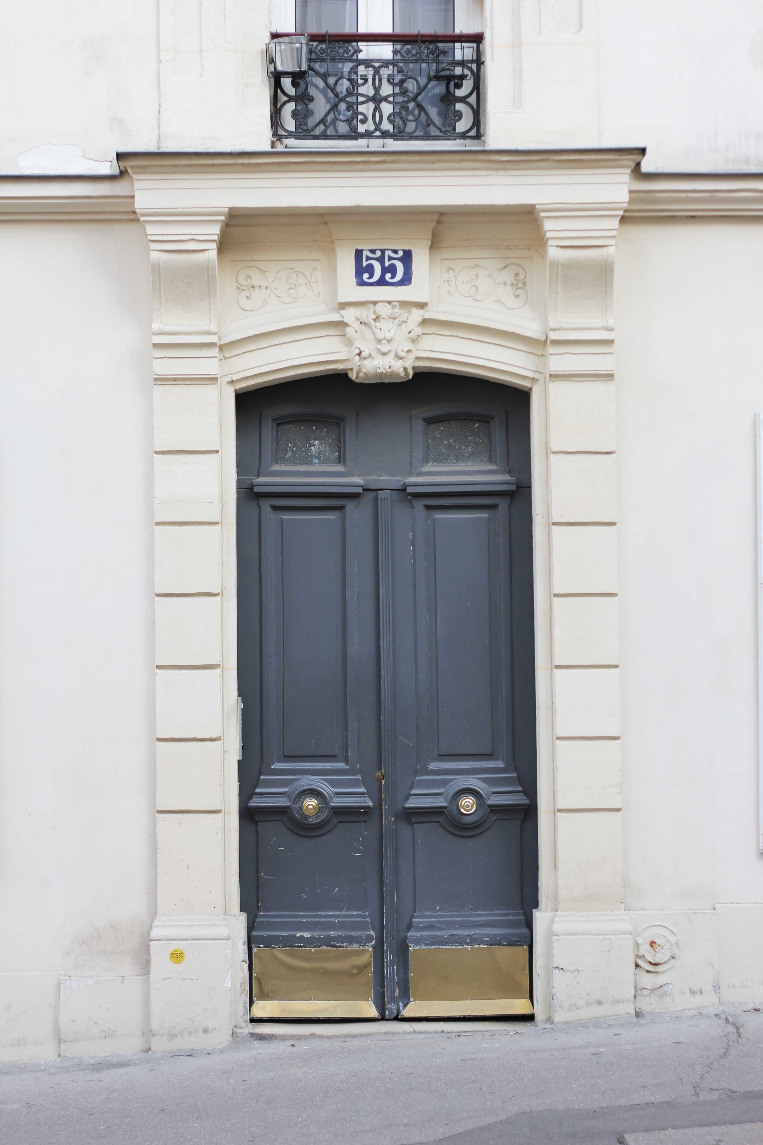 paris_grey_door_france