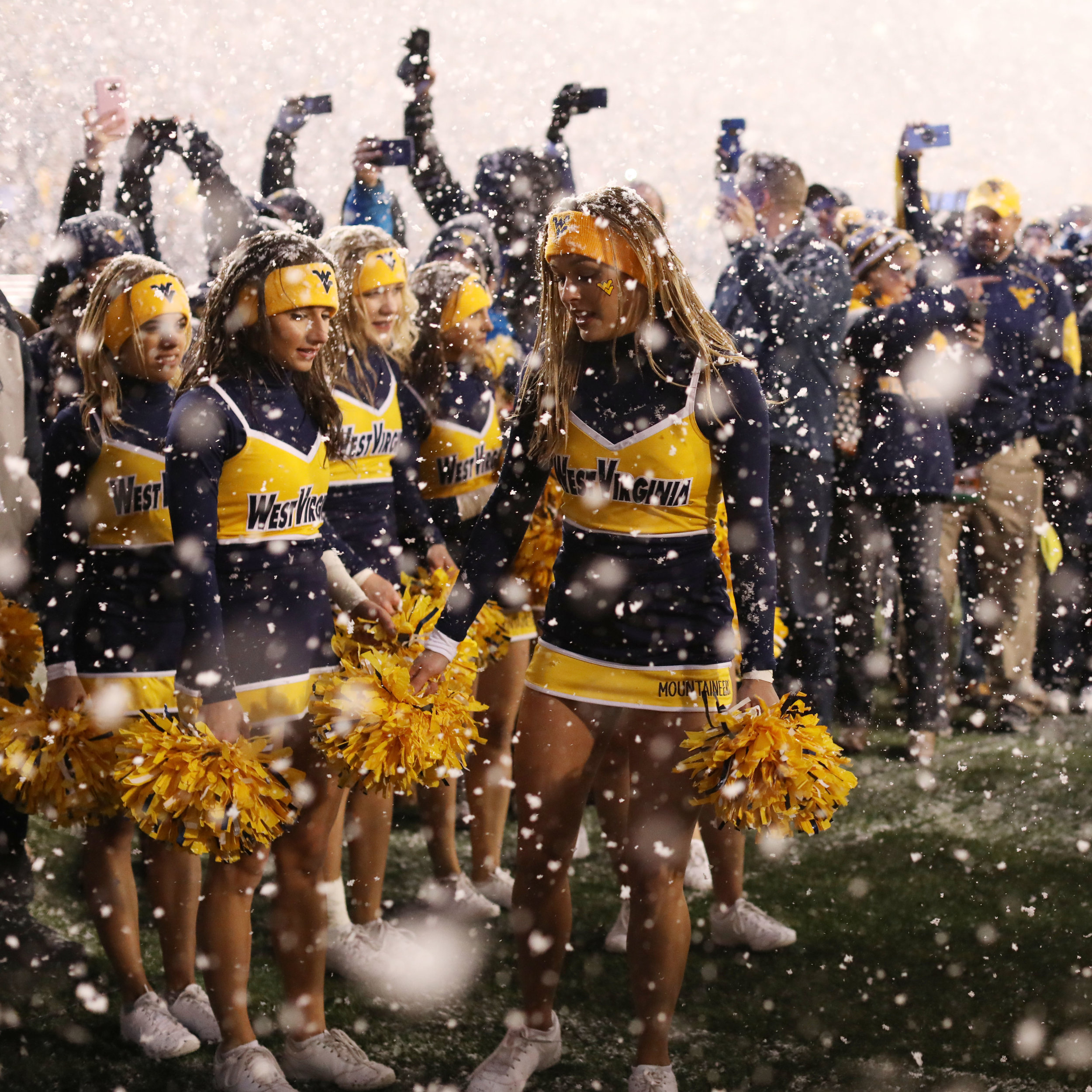 Cheerleaders - Milan Pusker Studium - WVU vs Oklahoma Football
