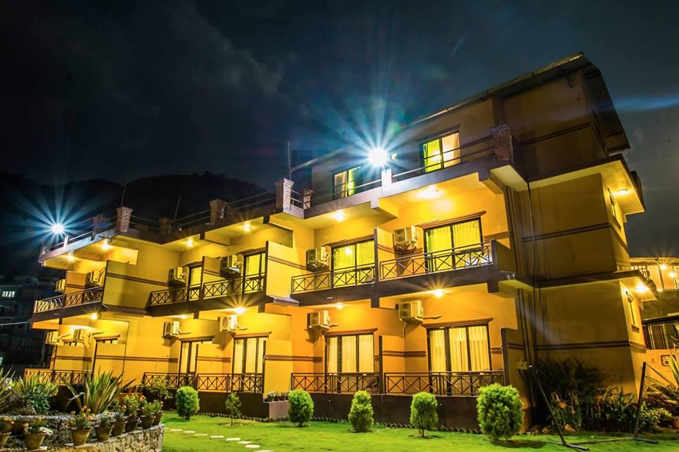 full_hotel-lake-front-front-night-baidam-pokhara_1500888080.jpg