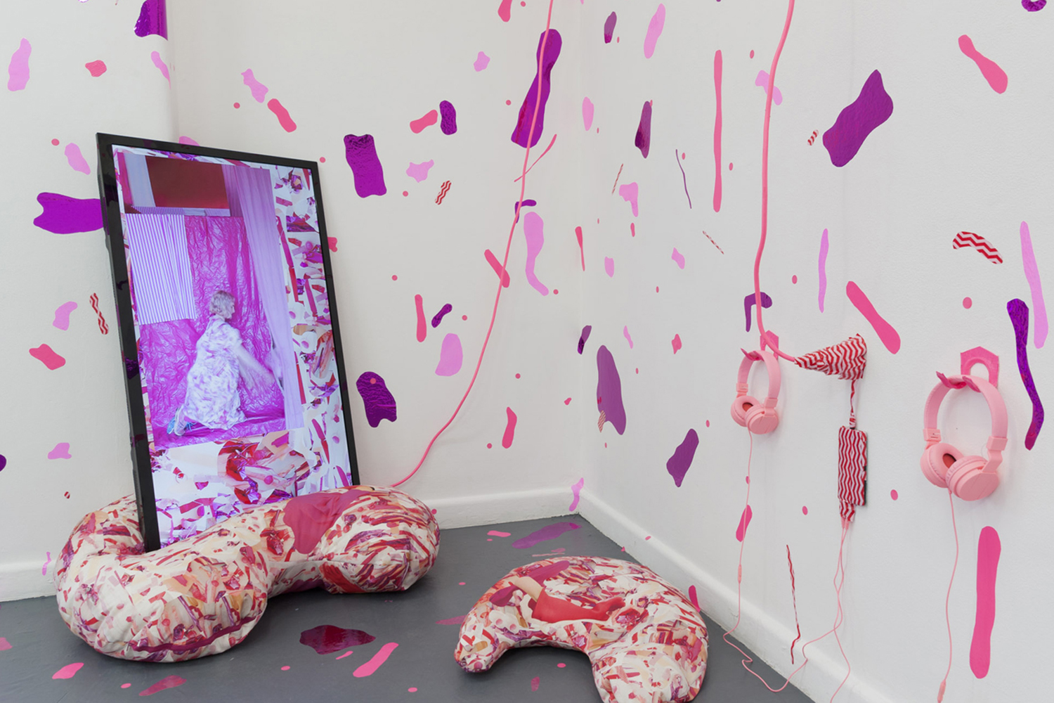 Emma Collard + Cherie Peele, Off Grid, installation, BLINDSIDE