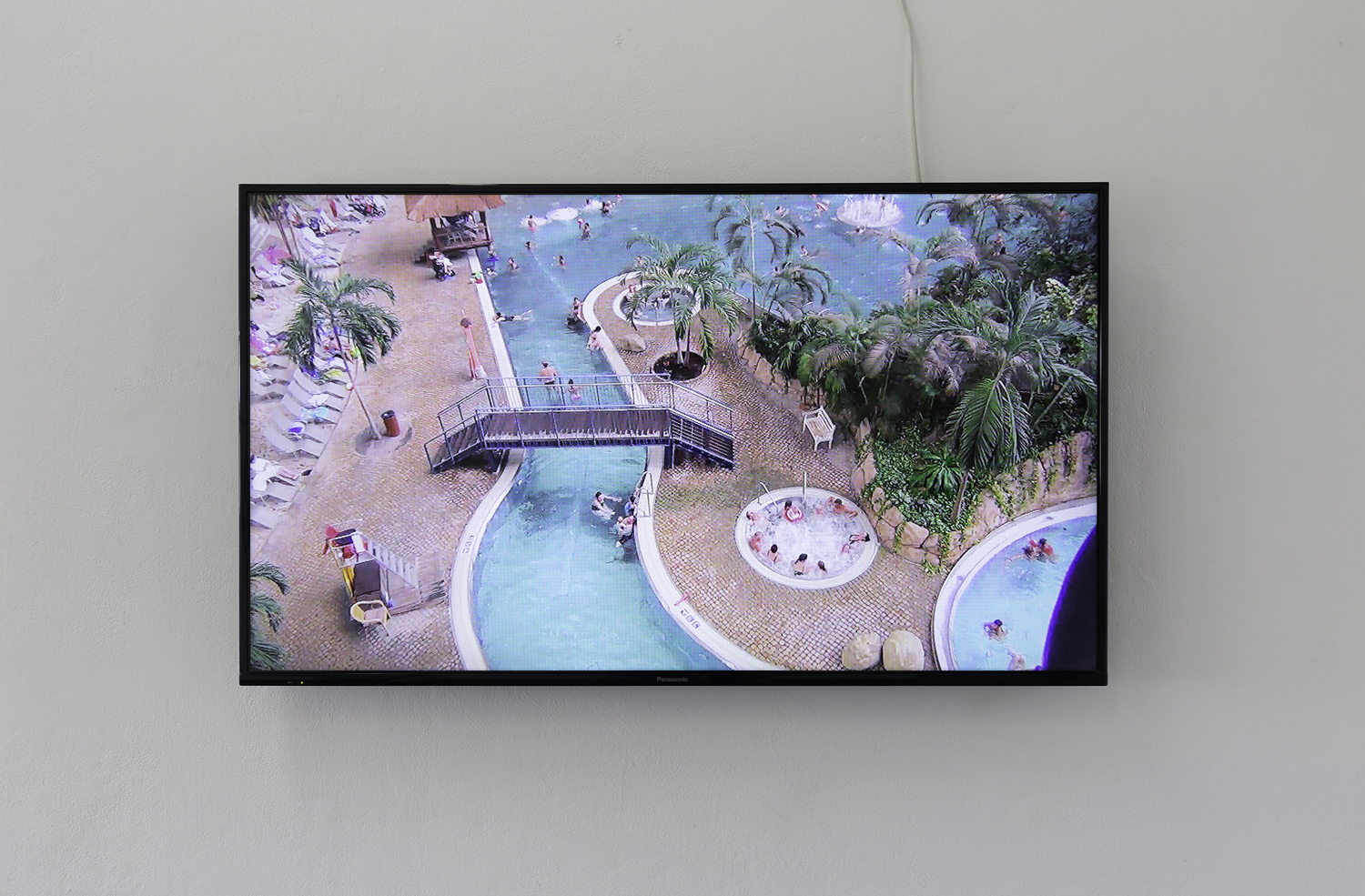 Ella Sowinska,  Tropical islands  2016, single-channel HD video, sound, installation view  The medium is public , BLINDSIDE 2019 | Courtesy of the artist | Photograph: Christian Capurro