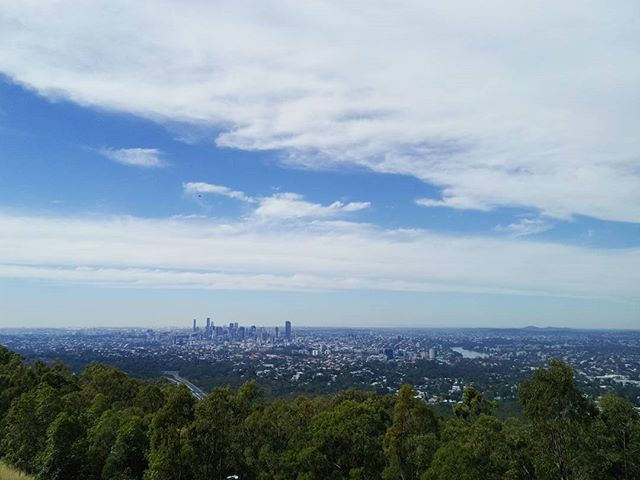We've just spent the weekend in Brisbane with friends and walked up to the top of Mt Coot-tha to check out this awesome view over the city. Thank you Brisbane for the endless sunshine and the hangover! 😁 #thetravelheads #travellerau #lonelyplanet #brisbane #queensland #mtcoottha #walk #summer #australia #travel #explore #brisbanebotanicgardens #botanicgardens #qld #thisisqueensland #summit #beautifulview #lovetotravel #explore #bucketlist #tigerair Thanks to @tigerairaustralia for getting us there safely.  @visitbrisbane  @queensland  @australia  Photo Credit • @thetravelheads