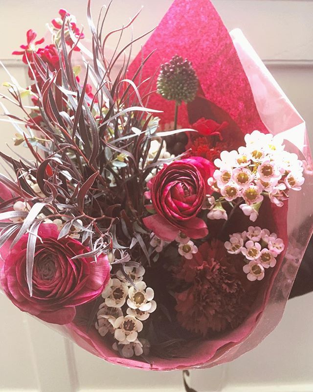 🌸#BAEBLOOMS🌺 Preorder Valentine's Day flowers for your sweetheart via the link in profile.