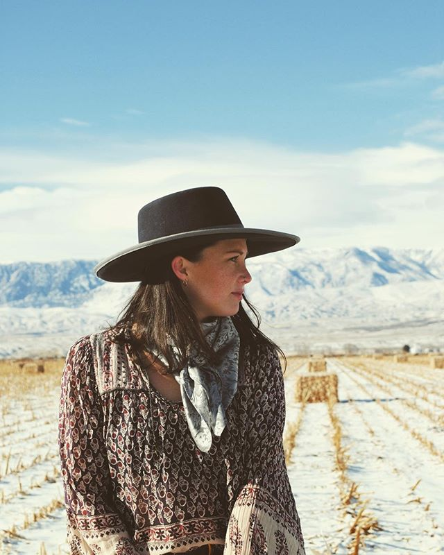 Wyoming Wild Rags 〰️ Owned & Operated by Isis Myers 〰️ Who needs a handsome cowboy to ride off into the sunset with when you can have a handmade Wyoming Wild Rag in your wardrobe and be your own hero? After growing up on a ranch, Isis learned how to make wild rags from a neighbor and turned her talent into a business that also allows her to spend time with her son and mother, aka her personal photographer. These versatile silk accessories will make you feel bold, empowered and ready for any duel that comes your way. 〰️ #SupportWOWO & follow: @wyomingwildrags . 📸: @sandssnaps
