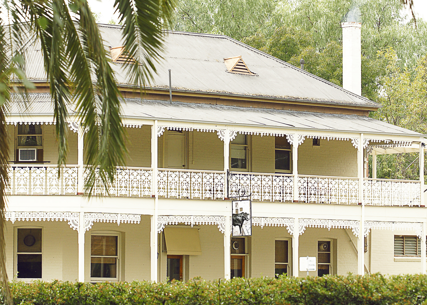 The Seven Creeks Hotel  2 Tarcombe St Euroa Victoria 3666   T  (o3) 5795-3034  (11.30 – 11pm daily)   E   sevencreekshotel@live.com    Mon-Wed  11.30am–Late  Thu-Sat  11.30am–Late  Sun  11.30am–Late