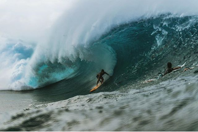 Christmas blessed us with some Pipeline beauty's today! Glad to get a few and come in safe. Merry Christmas 🎄|📷: @jrmaosi