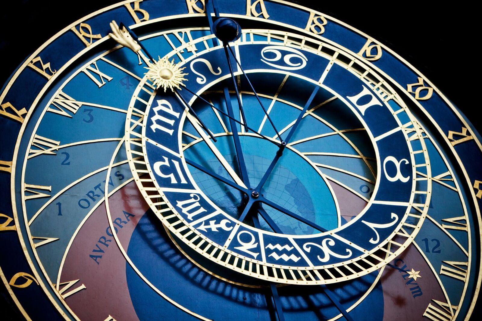 stronomical-clock