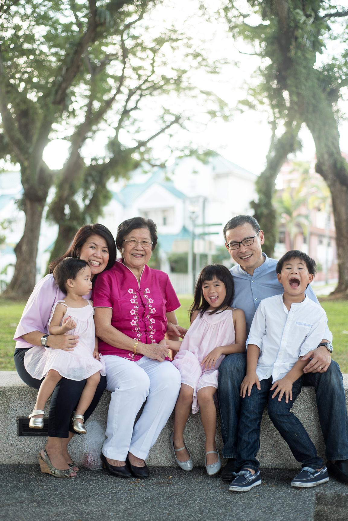 big-singapore-family-08