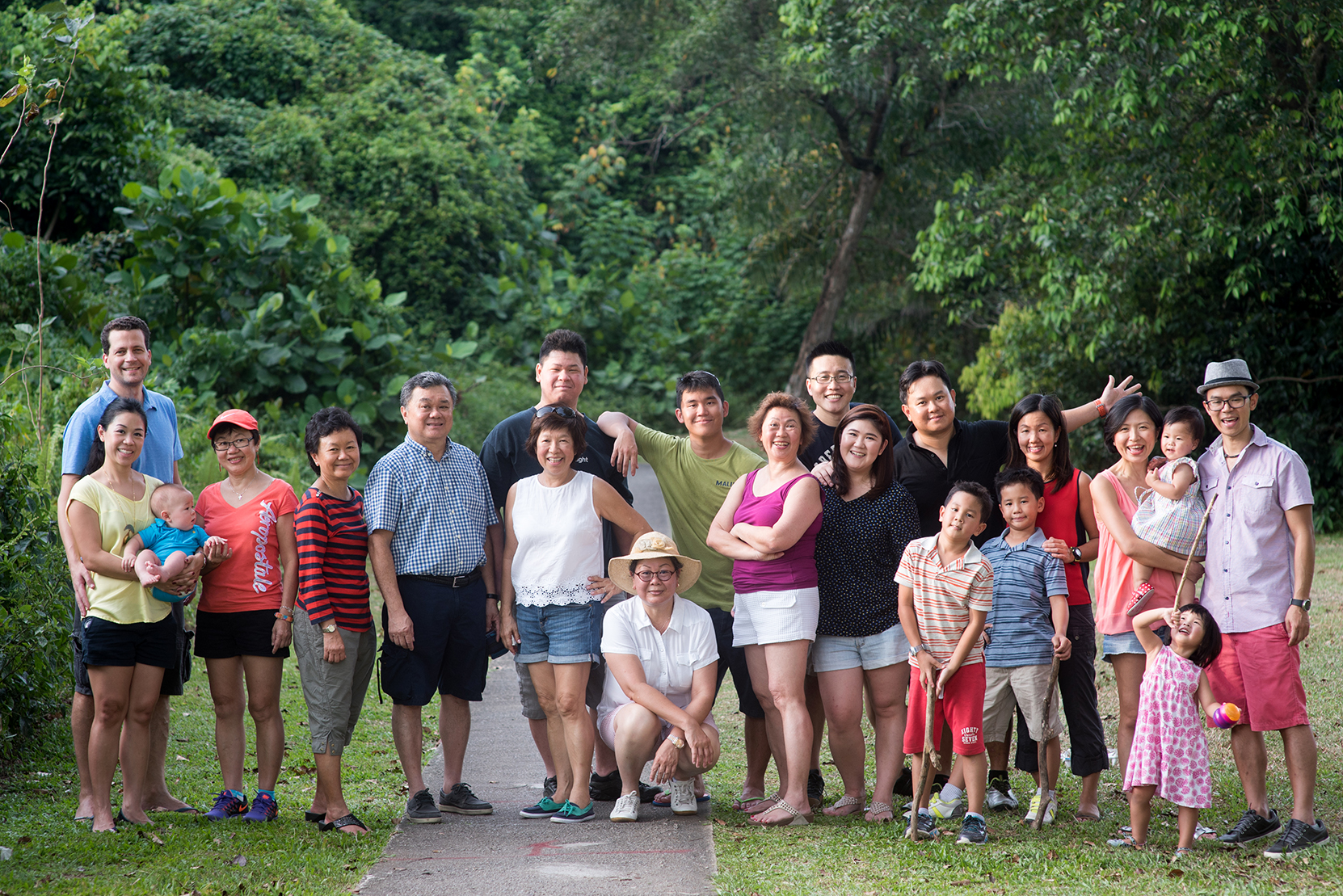 big-family-outdoor-shoot-12