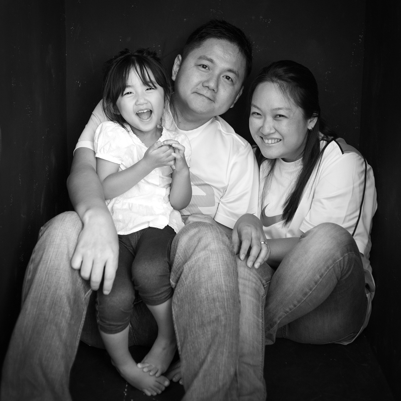 black-and-white-classic-family-photo-02