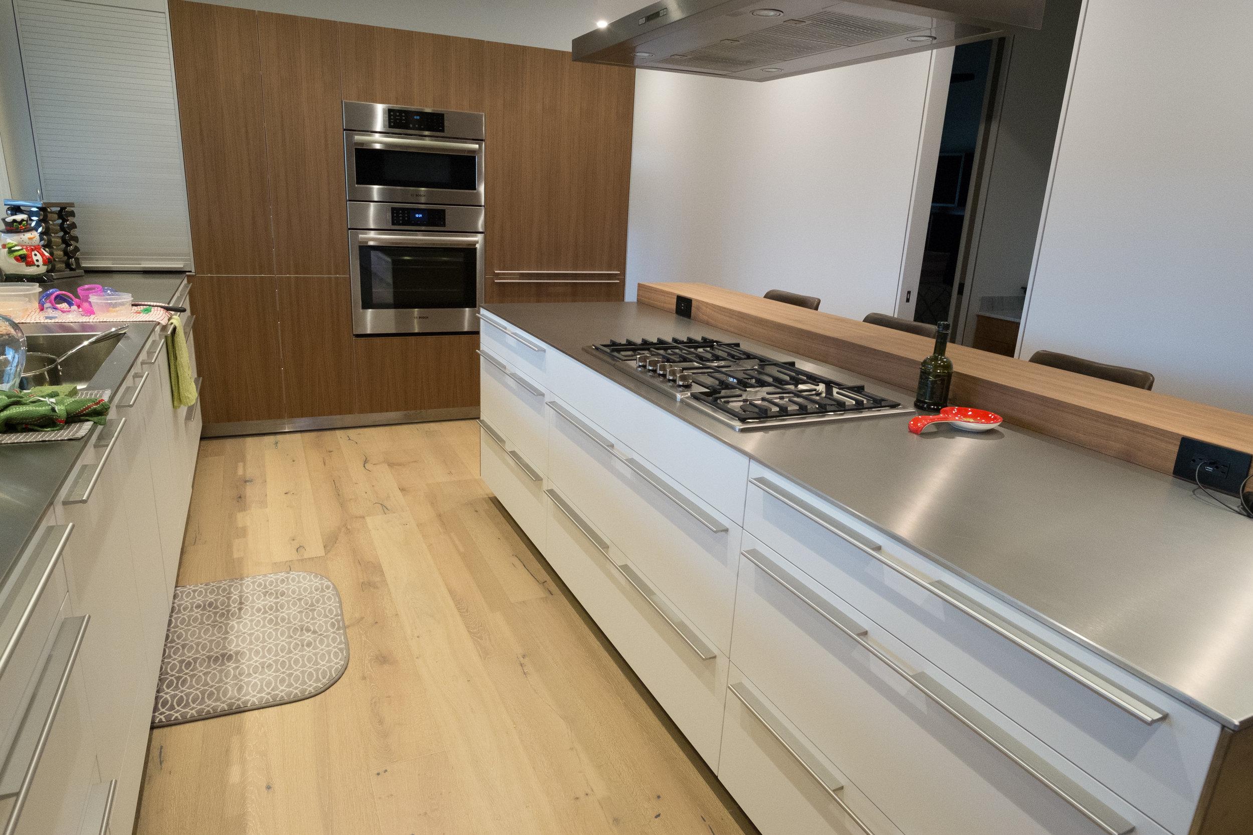 KitchenFull.jpg