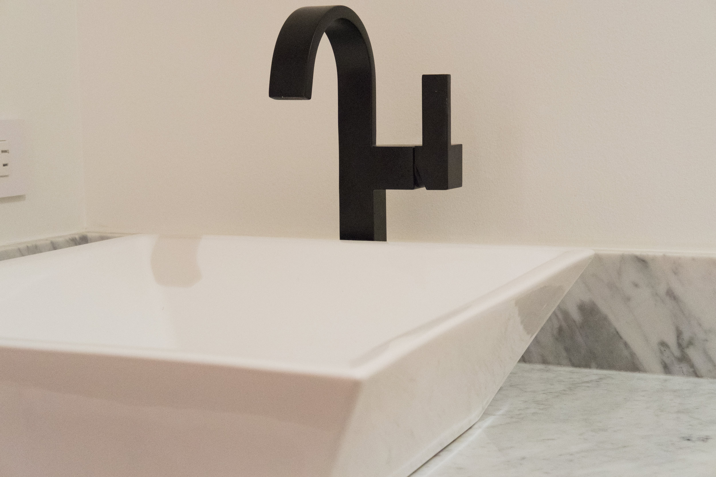 BathSinkClose1.jpg