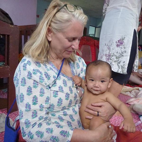 INFANT MASSAGE INSTRUCTION
