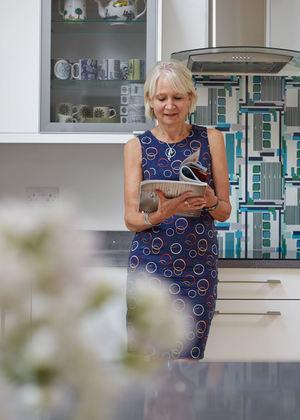 Caroline+in+kitchen+with+vinyl+splashback+in+kauffman+design.jpg