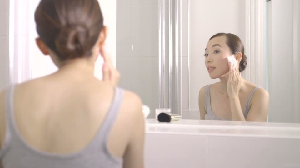 182174675-removing-make-up-cotton-pad-make-up-brush-bun-hair.jpg