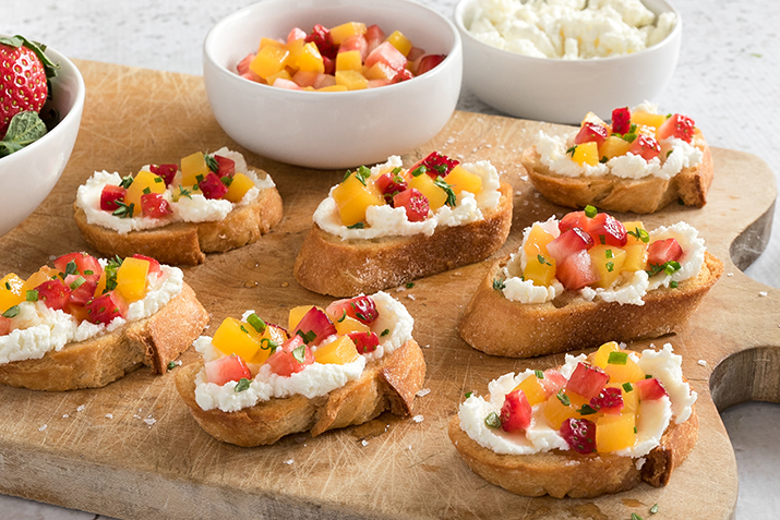 Peach strawberry bruschetta