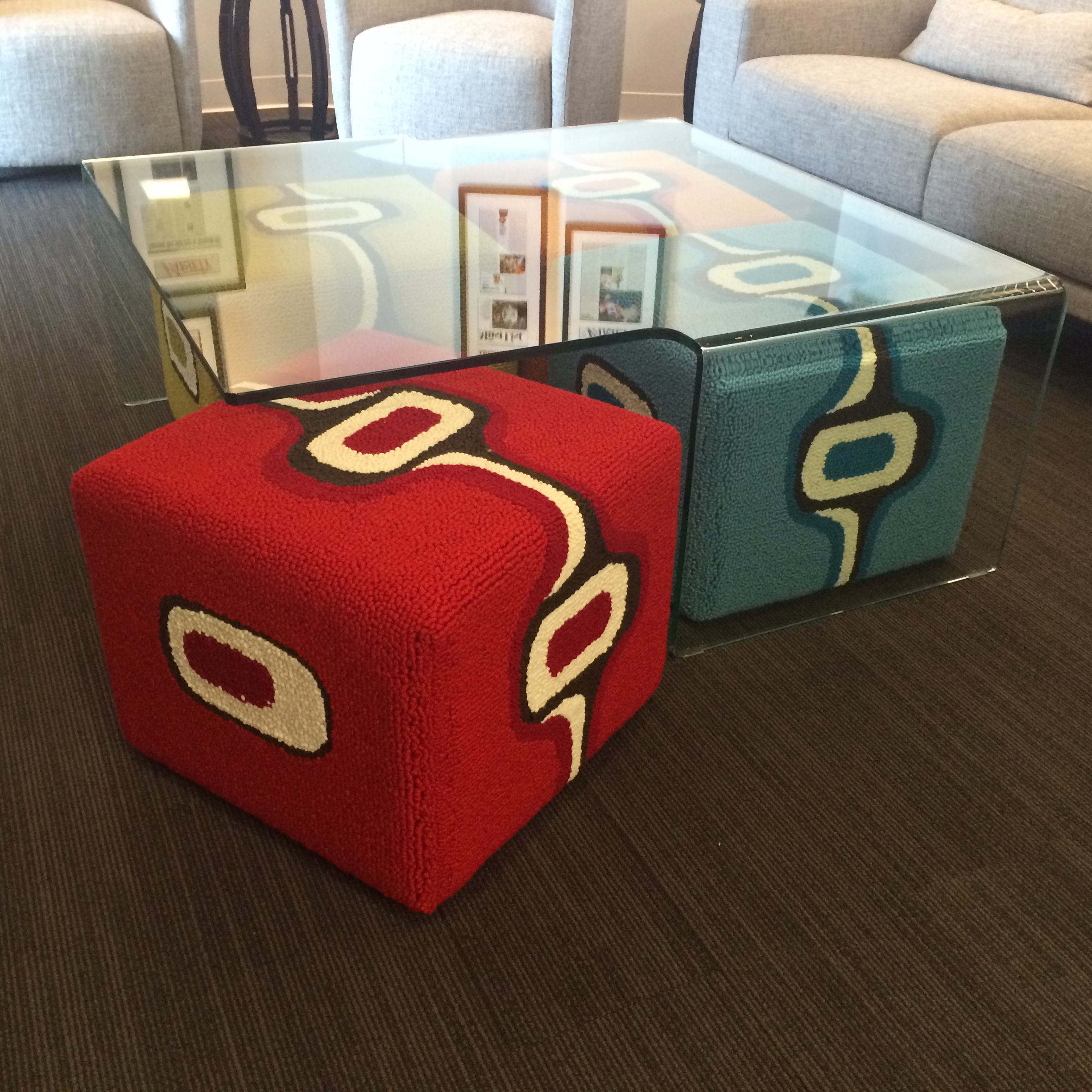 Sitcom Ottomans under a Tetra Table