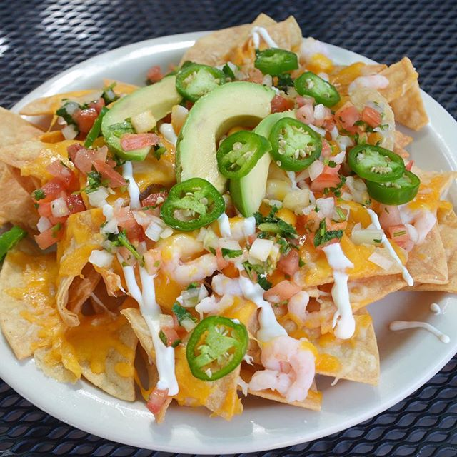 Our new bar menu includes some delicious items such as Shrimp Nachos! Give them a try with one of our rotating craft beers. Remember it's Happy Hour now until 6pm, see you in the bar!! #fishhouseveracruz #shrimpnachos #friday  #tgif #happyhour #northcountysd #sanmarcos #eatfish