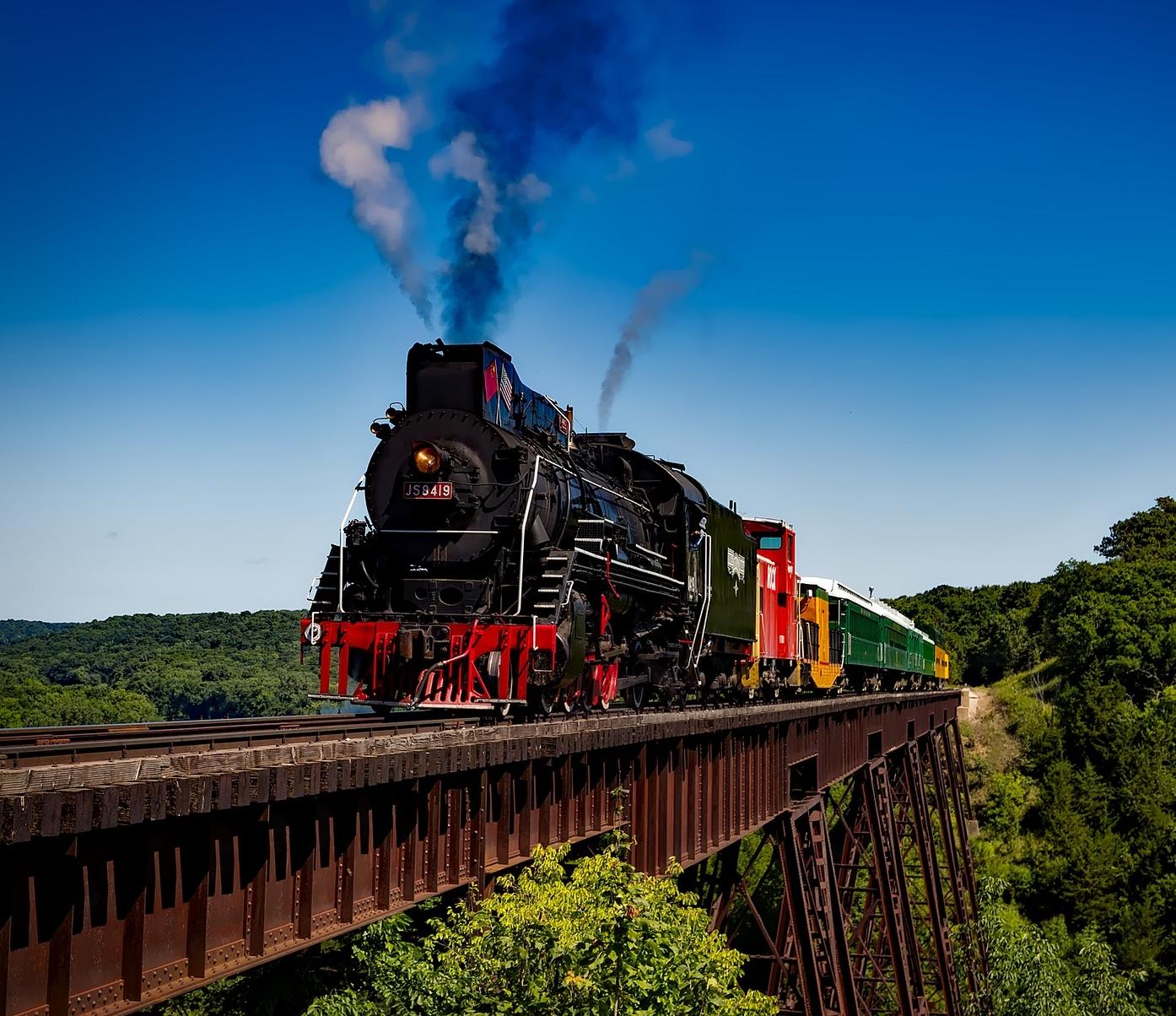 train-1728537_1920.jpg
