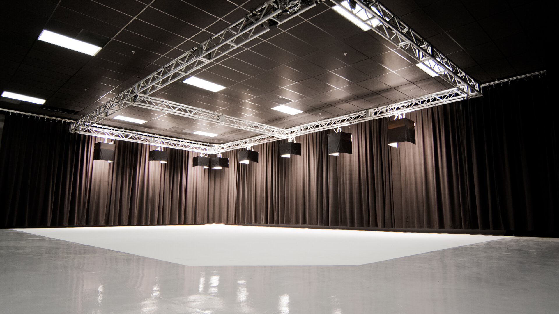 resolution studios east stage drapes